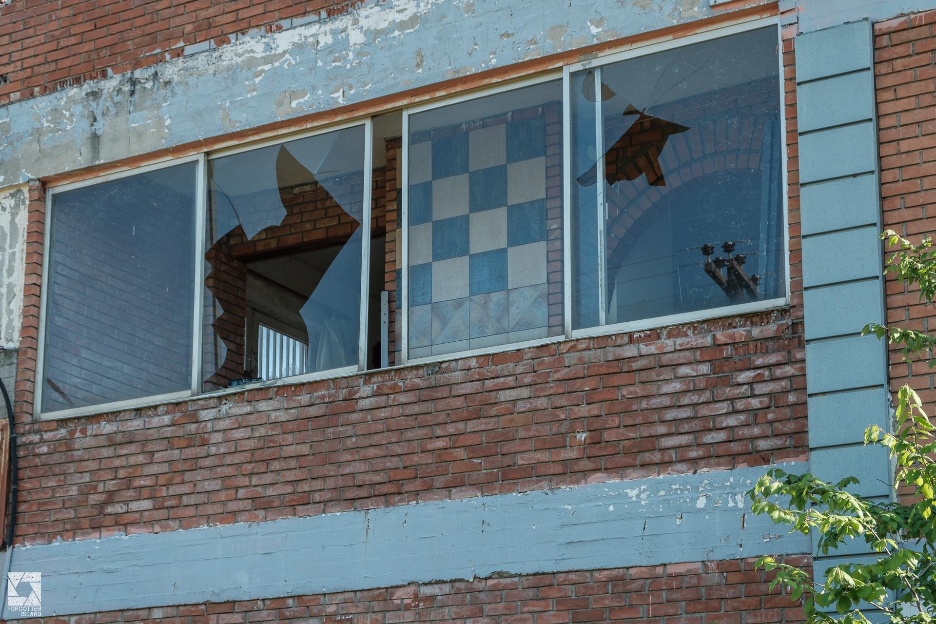 Casa moderna abandoned store and workshop forgotten island for Casa moderna ud