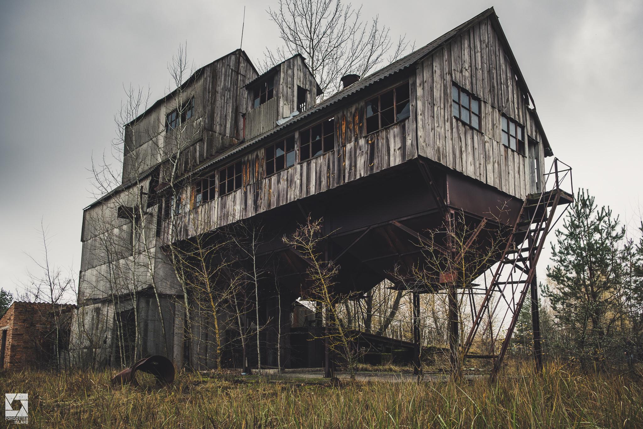 Chernobyl-Zymovyshche-Grain-Elevator-01.