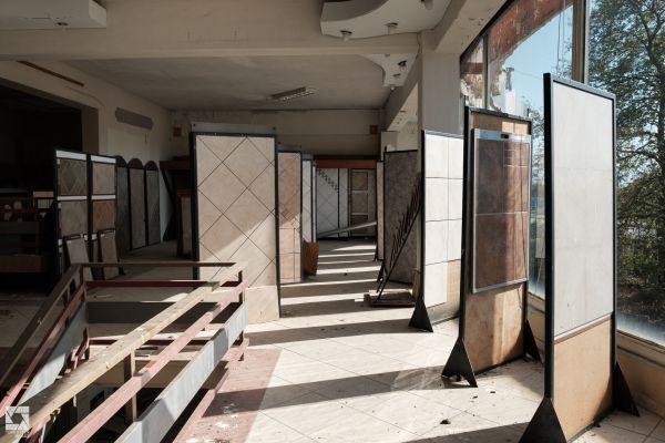 Casa Moderna - Abandoned Shop and Factory